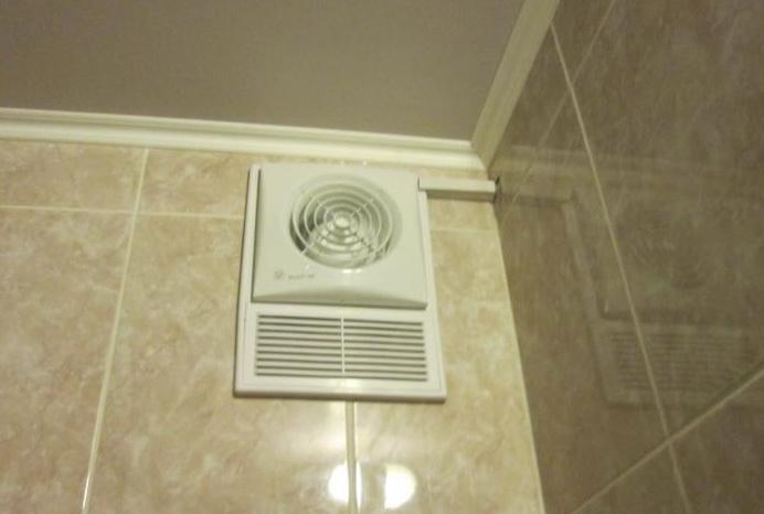 Особенности выбора и установки вентилятора с датчиком влажности и таймером для ванной и жилой комнаты