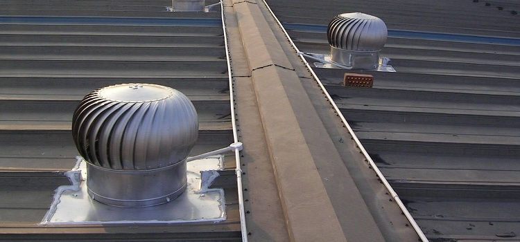 трубы на крыше с дефлекторами