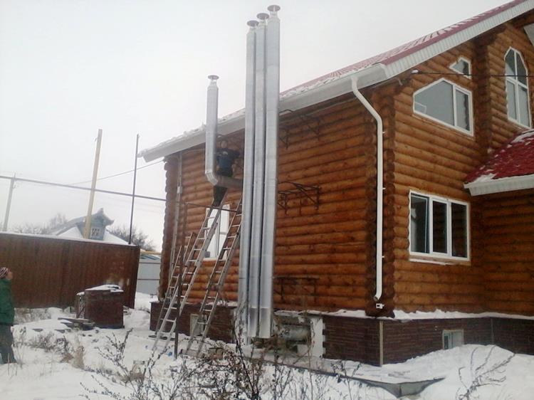 Вентиляционные трубы снаружи дома