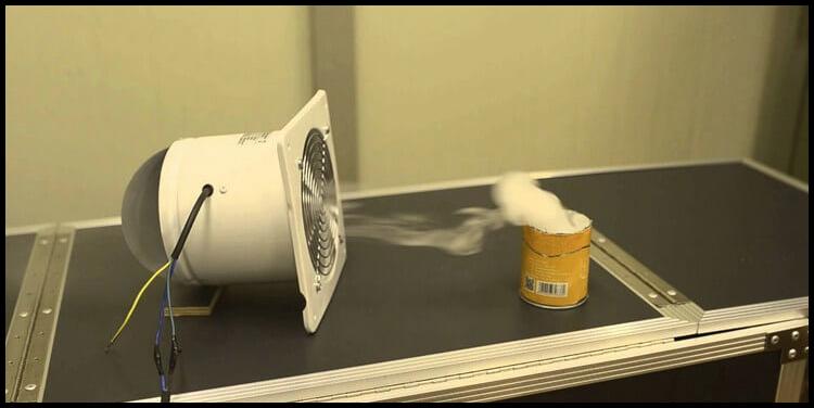 вентилятор втягивает дым