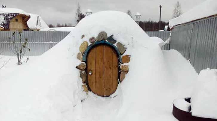 погреб под снегом