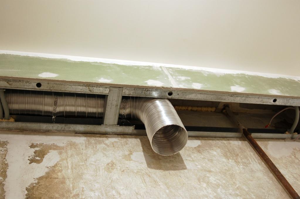 короб из гипсокартона для трубы вентиляции