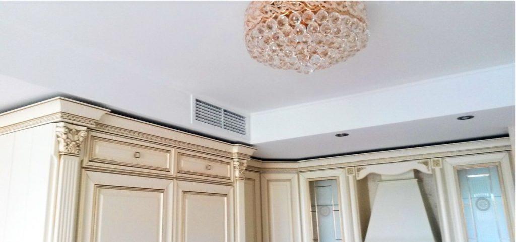 замаскированная вентиляция на кухне