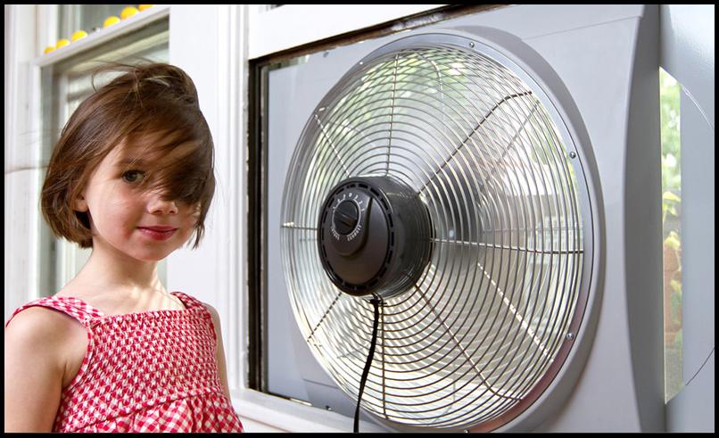 девочка возле оконного устройства вентиляции
