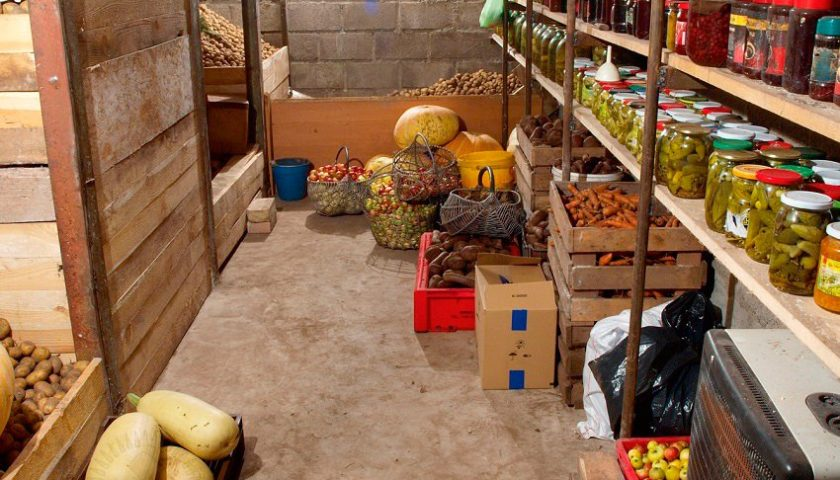 продукты в погребе