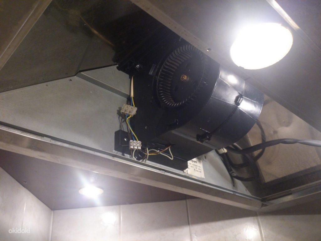 разобранная для ремонта вентиляция