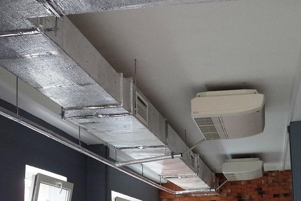 вентиляционное оборудование на потолке