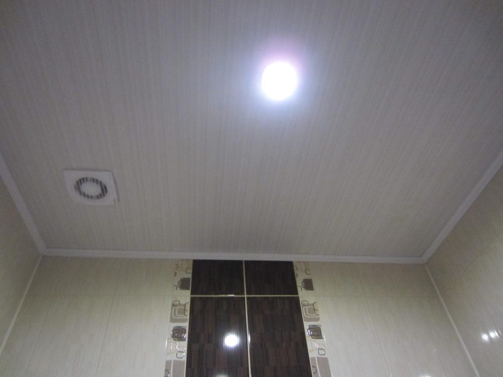 вентиляция в ванной в потолке