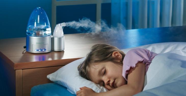 Ребёнок спит с включённым увлажнителем воздуха