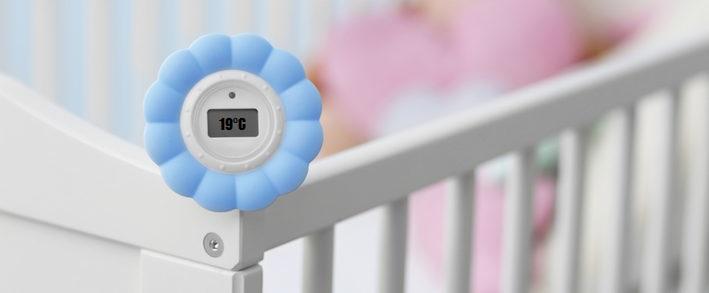 Детская кровать и градусник